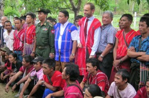 Norwegian State Secretary met with IDPs during his visit in Burma © Karen news