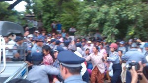 Letpadaung Arrest 13 Aug 2013 © Monywa Student Union