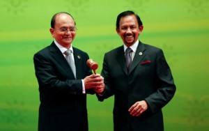 Thein Sein and Sultan of Brunei 10 Oct 2013 by Vincent Thian AP