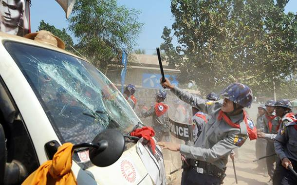 a police officer seem smashing students' car during Letpadan crackdown