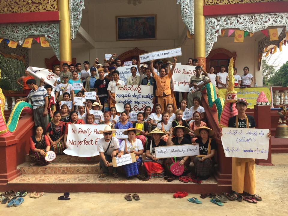 Mong Ton villagers protesting against dams on the Salween in front of Pittakat Hong Dhamma temple in Mong Ton