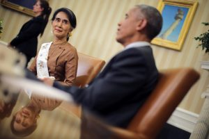 Myanmar's State Counsellor Aung San Suu Kyi meets with U.S. President Barack Obama at the Oval Office of the White House in Washington, D.C., U.S. September 14, 2016. REUTERS/Carlos Barria - RTSNSUW